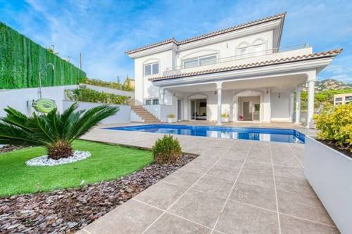 Villa in Lloret de Mar: Villa Madison